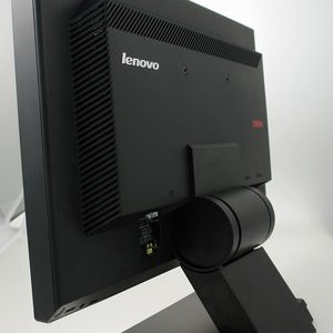 مانیتور ۱۹ اینچ لنوو Lenovo ThinkVision L197 استوک
